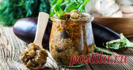 Маринованные баклажаны – идеальная закуска для подачи со свежим хлебом, отварным картофелем или с блюдом из мяса.