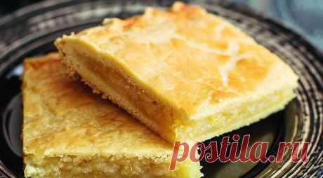 Amazing pie with a lemon.
