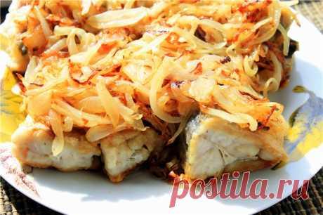 Хек с луком — Sloosh – кулинарные рецепты