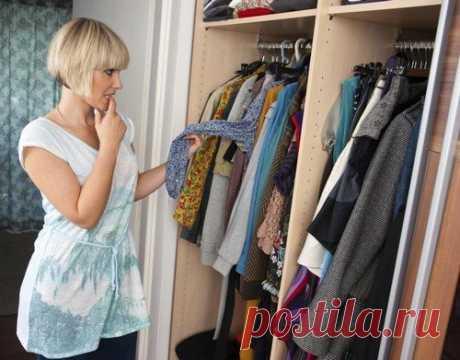Чистка шкафа от ненужной одежды: простые принципы Один раз в год — полтора необходимо проводить глобальную чистку гардероба. Избавляются от старых, вышедших из моды вещей. Оставляют только ту одежду, которая действительно хорошо сидит на фигуре, выглядит безупречно.