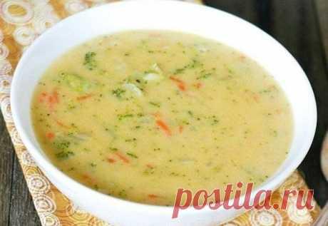 Сырный суп с курочкой и рисом. Готовлю каждую неделю!  Ингредиенты: Куриное филе — 500 гКартофель — 400 гПлавленый сыр — 400 гРис — 150 гЛук — 150 гМорковь — 150 гСоль, перец — по вкусуЗелень — по вкусу Приготовление:  Куриное филе варим в 3 литрах воды,…
