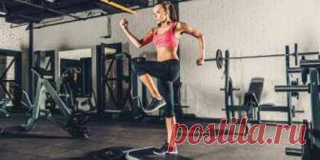 30 упражнений для жёсткой кардиотренировки, которая оставит вас без сил Приготовьтесь много прыгать, работать ногами и корпусом.