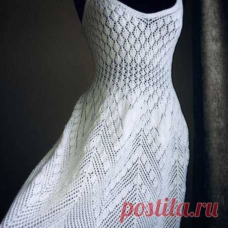 Платье вязаное спицами. Выполнено из хлопка (Италия) /