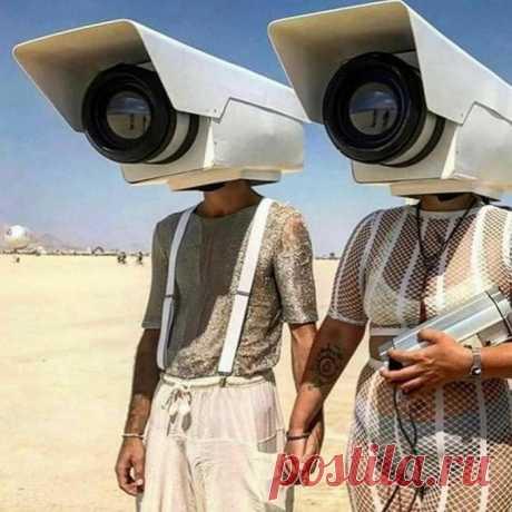 Каждый год в пустыне Невады проходит фестиваль независимого искусства Burning Man. Как это было в 2019 году.