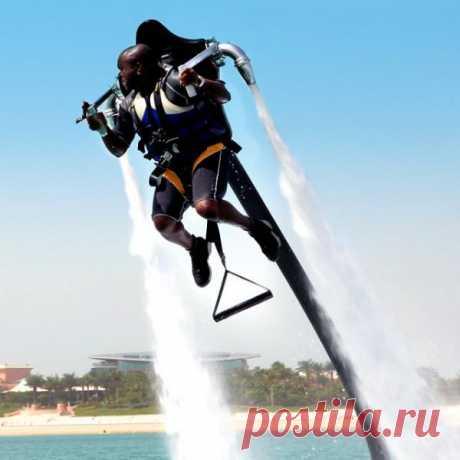 Flyboard - летающая реактивная доска, изобретение Frenky Zapata. Flyboard позволяет взлетать над поверхностью воды на высоту до 9 метров, парить в воздухе, плыть сквозь волны как дельфин. Подробнее о нём https://t-human.com/journal/flyboard-letatelnyj-ranec-iz-francii/.  Кстати, цена на fancy.com - $200 000 USD! Но хотеть она всё ж не мешает!