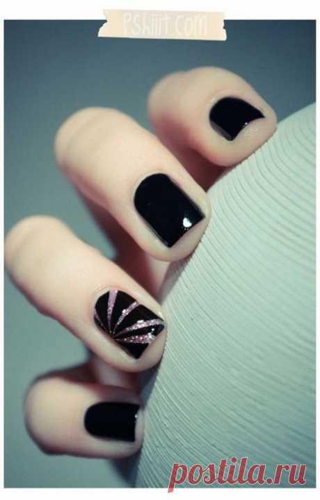 Самые стильные ногти: крутые идеи для черного маникюра.  Мы собрали 30 действительно эффектных и трендовых идей нейл-дизайна, которые точно тебя вдохновят. ➡️ Смотрите, кликнув на фото