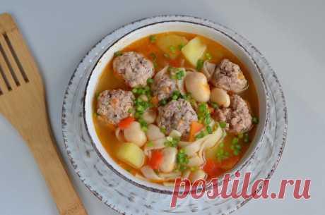 Наваристый суп с фрикадельками и овощами