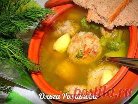 Сытный и вкусный суп в горшочке с тефтелями и овощами