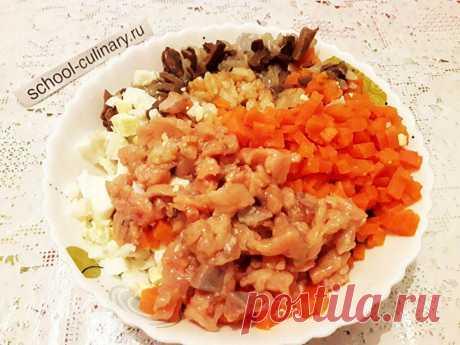 Такой салат был очень популярен в советское время, его часто готовили на праздники наряду с традиционным Оливье | school-culinary.ru | Яндекс Дзен