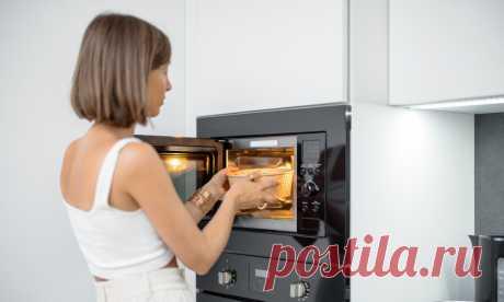 12 продуктов, которые нельзя нагревать в микроволновке Разогревать еду в микроволновой печи очень быстро и просто, но, как оказалось, не всегда полезно. Рассказываем про продукты, которые все же лучше не подвергать излучению.