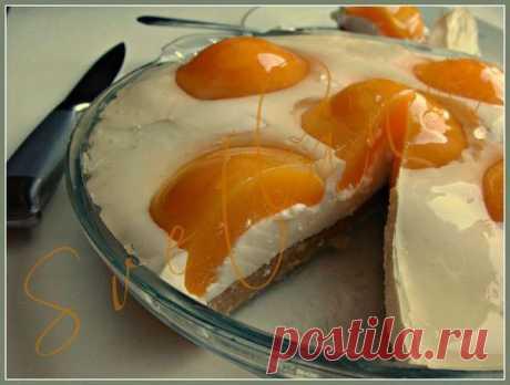 """La torta sin cocción """"Яичница""""."""