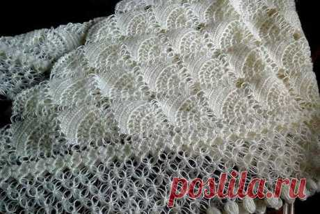 Красивая белая шаль, связанная крючком