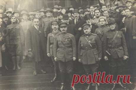 Անդրադարձ. ՀՀ 100-ամեակ Հովհաննես Քաջազնունու ղեկավարած պատվիրակությունն ԱՄՆ-ում, 1919թ  ՀԱՅԱՍՏԱՆԻ ՀԱՆՐԱՊԵՏՈՒԹՅԱՆ պաշտոնական պատվիրակությունը 1919 թ. աշնանը Փարիզից մեկնել էր ԱՄՆ-ը՝ ազատ, անկախ և միացյալ Հայաստանի առաջին ղեկավար Հովհաննես Մաթևոսի Քաջազնունու գլխավորությամբ։ ՀՅԴ պատմության թանգարանի արխիվում պահվող այս բացառիկ լուսանկարի կենտրոնում կանգնած են պատվիրակության զինվորական առաքելության հրամանատար Հայկ Բոնապարտյանը, զորավար Անդրանիկ Օզանյանը, Մեծ Բրիտանիայում ՀՀ դեսպան,