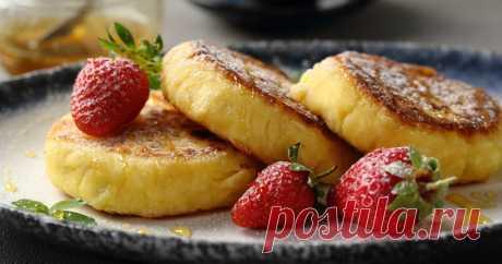 Сырники из творога за 20 минут — видеорецепт в Журнале Маркета Видео с простым рецептом сырников из творога с минимальным количеством ингредиентов — творог, мука, яйца и сахар, — которые можно приготовить всего за 20 минут.