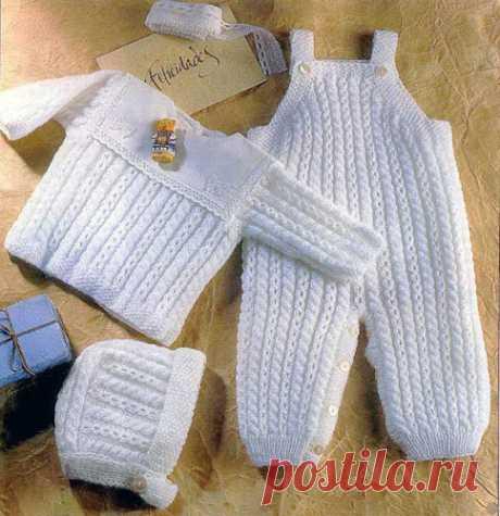 Костюм для малыша Схема вязания спицами и выкройка. Костюм для малыша