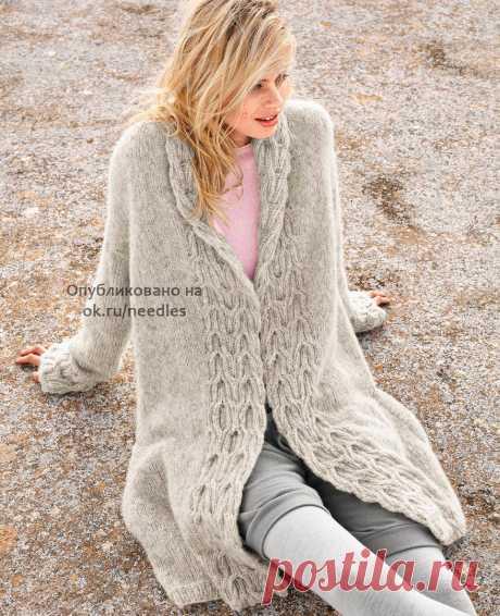 Пальто спицами с рельефными планками