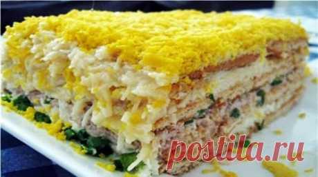 До неприличия вкусный торт-салат закусочный. Очень рекомендую! 15 минут на приготовление, 2 часа в холодильнике — и у вас на столе потрясающей вкусноты и красоты слоеный салатик. Гости будут в полном восторге! Ингредиенты: яйца — 5 штук; рыбная консерва — 1 банка; крекер несладкий — 500 грамм; огурцы маринованные — 4 штуки; чеснок — 2 зубка; сыр — 150 грамм; майонез — …