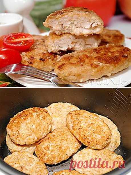 Las croquetas de gallina con el queso en la multicocción
