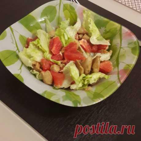 Салат с курицей и грейпфрутом - На Кухне Обязательно приготовьте этот оригинальный салат с курицей и грейпфрутом, если хотите разнообразить свое меню и удивить всех чем-нибудь эдаким неординарным. Немного о салате с курицей и грейпфрутом: Салат...