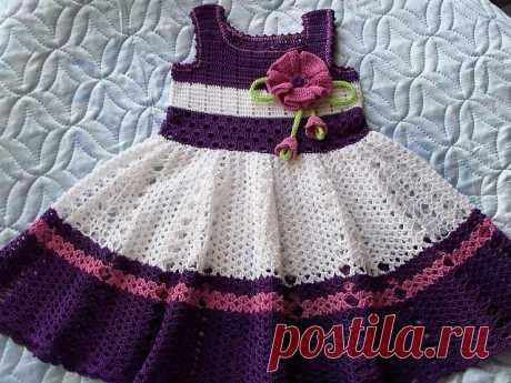 Просто замечательное платье на девочку крючком