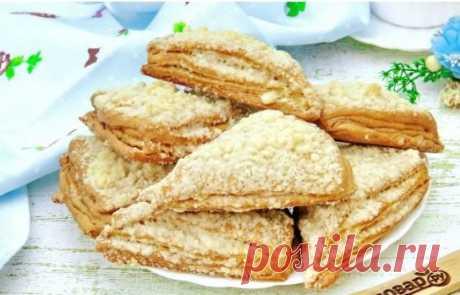 Слоеное печенье на кефире - супер рецепт быстрой слоеной выпечки Домашние слойки — это простая и очень вкусная выпечка из самых доступных продуктов. Легко готовятся и очень быстро съедаются. Попробуйте! Тесто получается слоистым, а сами слойки по вкусу напоминают песочное печенье...