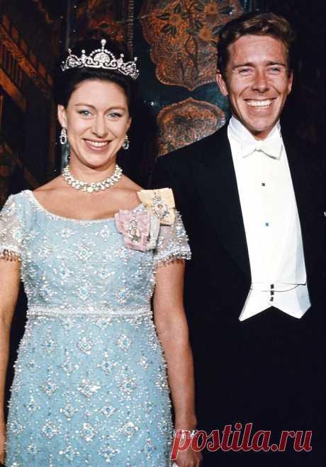 Сегодня, 21 августа 2020 года, исполняется 90 лет со дня рождения Принцессы Маргарет — члена королевской семьи Великобритании, младшей сестры царствующей королевы Елизаветы II. Её нет с нами уже 18 лет, но память о ней живёт в наших сердцах.  Жизнь в тени сестры, наследницы британского престола, была явно не для этой яркой и энергичной девушки! Маргарет Роуз, дочь короля Георга VI и младшая сестра ныне правящей королевы Великобритании Елизаветы II, была рождена, чтобы прит...