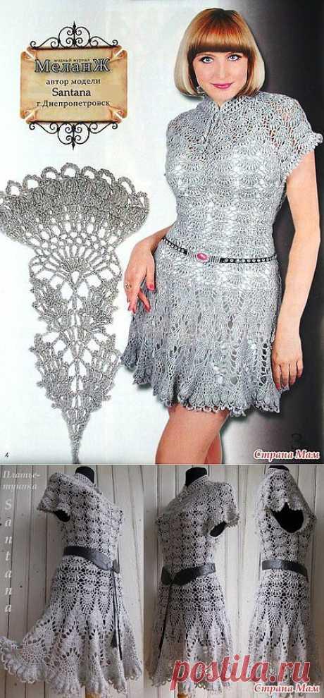 Платье-туника серого цвета крючком.
