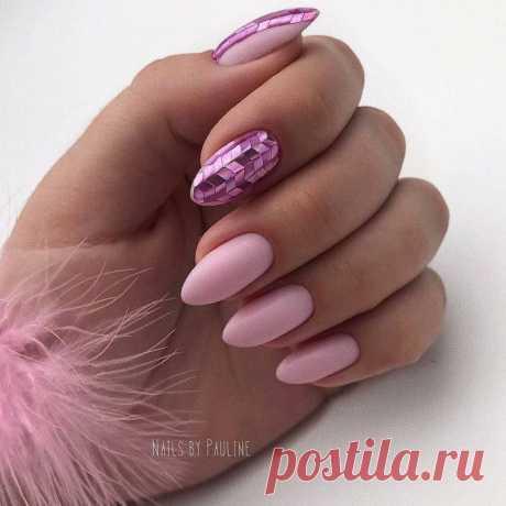Manicure feminino em rosa pálido / Tudo para uma mulher