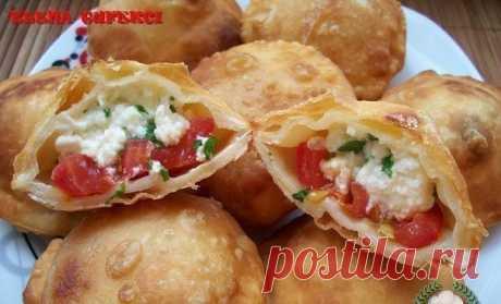 Пирожки бомбочки с томатно-творожной начинкой — Фактор Вкуса