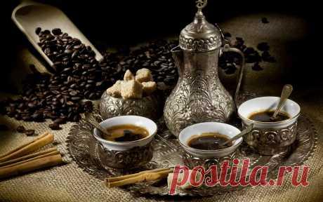 ЕСЛИ КОФЕ НЕЛЬЗЯ,НО ОЧЕНЬ ХОЧЕТСЯ  Запоминаем всего лишь 5 специй, который нейтрализуют негативное влияние кофеина на организм и заставляют кофе работать на нас.  1. ЧЁРНЫЙ ПЕРЕЦ. Черный перец оказывает сильное очищающее действие на систему пищеварения, выводит токсины, улучшает обмен веществ, стимулирует работу желудка, является антисептиком. Добавляйте его в горячий кофе по 1-2 горошинки, дайте настояться.  2. КАРДАМОН. Действует успокаивающе. Укрепляет желудок. Рекоменд...