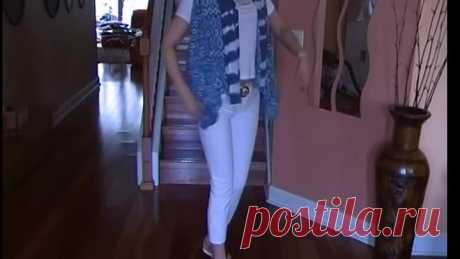 Простая идея одежды - жилетка, блузка , шарф.