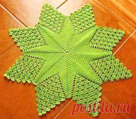"""Схема коврика """"Ажурная звезда""""  Красивый коврик в виде ажурной звезды будет отлично смотреться как в комнате, так и в прихожей. Для вязания можно использовать толстую пряжу любого качества. Это будет зависеть от того, нужен коврик …"""