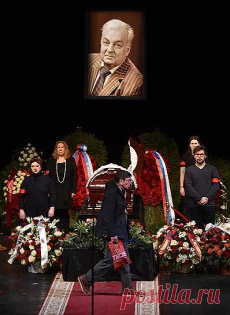 Прощание с Михаилом Державиным – Фото – Коммерсантъ