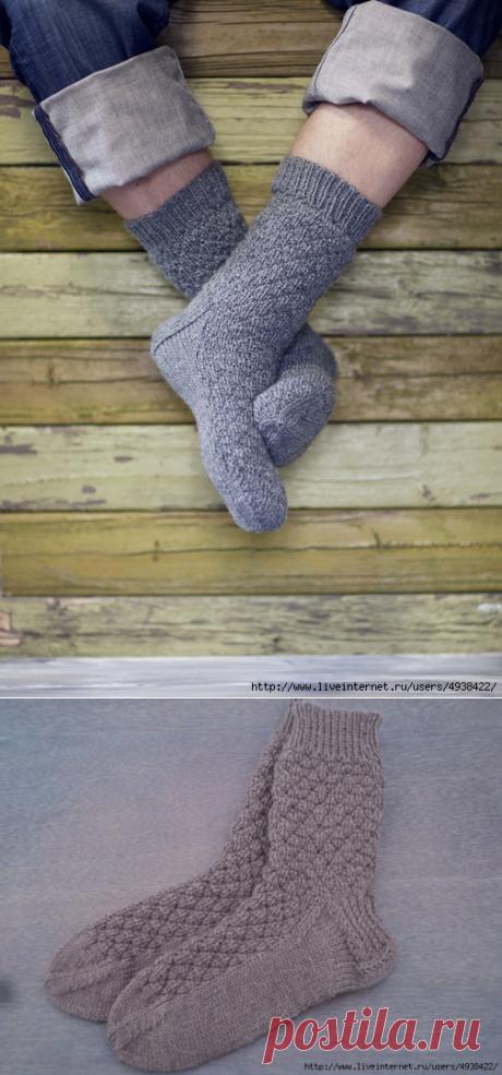 Отличные вязаные мужские носки с теневым узором.