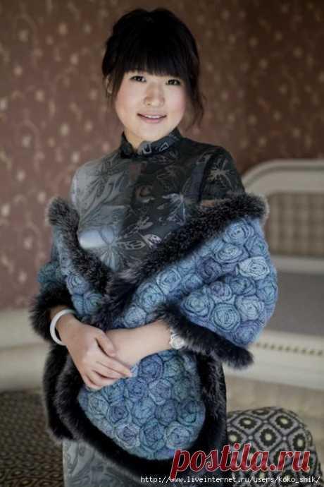 Жакет и палантин синими розами от китайских дизайнеров