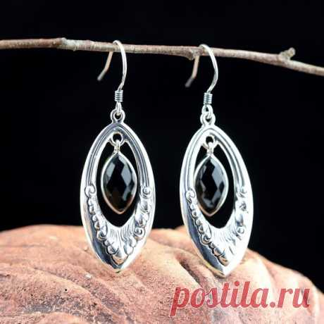 925 silver earrings / black ony inlaid earrings / gemstone cut earrings/black agate earrings/ Dangle & Drop Earrings / gifts for her Product Details:  Material: 925 silver, black agate  Colour: Black  Shape: ellipse  Size: 12, width: 6mm.  Weight: 6.7 grams  Translucent: translucent  Symbol: Good luck to you