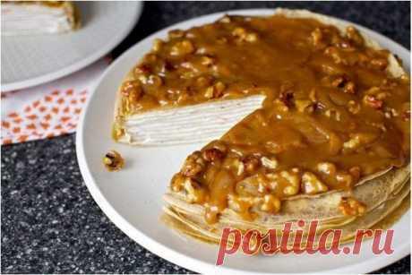 Блинный торт с йогуртом и глазурью из грецкого ореха