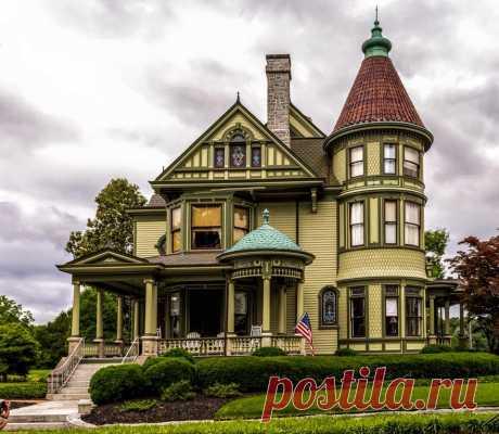 Историческая полиция Гвалтни младший Дом расположен в историческом округе Смитфилд Смитфилд, округ Уайт, Вирджиния