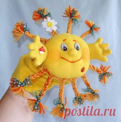 """""""Солнышко на ладошке"""". Игрушка-варежка. МК  Да, Солнышко может быть ещё иналадошке :-) Пришла идея сделать Солнце игрушку на руку для домашнего кукольного театра, которая также может послужить развивающей игрушкой для малыша.Такую игрушку с…"""