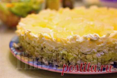 Слоеный салат с курицей, грибами и ананасом | Пора перекусить!