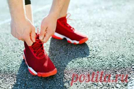 Одна из самых обидных причин для остановки на забеге или тренировке — развязанные шнурки. The Challenger отыскал проверенный марафонцами способ завязывать шнурки так, чтобы они не развязались ни при каких обстоятельствах.