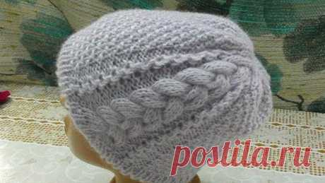 We knit a cap. A relief braid with a side.