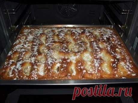 Пирог с яблоками, как пирожное!      Нежный, ароматный и очень вкусный!            Ингредиенты: Для теста 200 г муки125 г сливочного масла или маргарина3 яйца125 г сахарного песка1 щепотка соли1 пакетик ванильного сахара3 ч.л разрых…