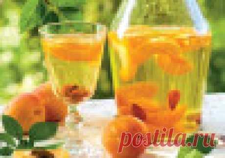 Самогон из абрикосов в домашних условиях. Самогон готовится на основе разных фруктов и ягод, но наиболее популярным считается алкоголь, приготовленный на основе абрикосов.