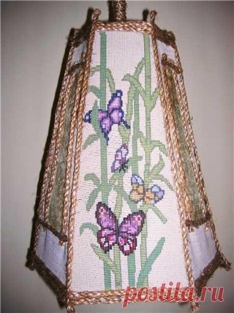 "The beaded ""Бабочки lamp on бамбуке""."