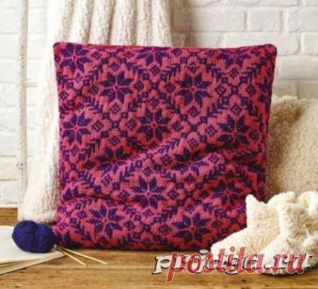 Цветочная подушка спицами