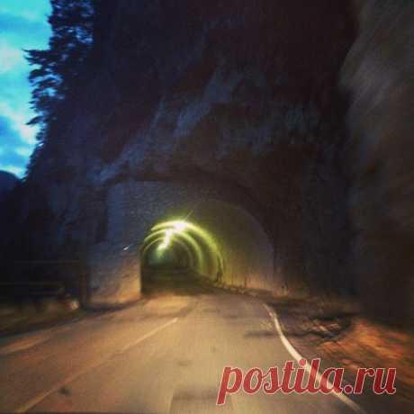 Иро4ка в Instagram: «Черекское ущелье #тоннель #ущелье #Балкария #теснина #горы #всемдобра #всемлюбви» 11 отметок «Нравится», 0 комментариев — Иро4ка (@woman_sk) в Instagram: «Черекское ущелье #тоннель #ущелье #Балкария #теснина #горы #всемдобра #всемлюбви»
