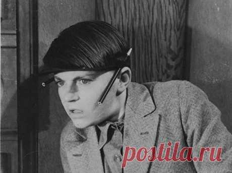 «Секретные сотрудники» КГБ: кто в СССР становился стукачом Преференции для сексотов, осведомителей, информаторов, агентов или просто стукачей в Советском Союзе были разными, измерявшимися не обязательно деньгами. Многих «иуд» сподвиг на доносительство элементарный страх за собственную судьбу.
