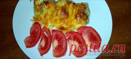Рыба (хек) запеченная под сметанно -сырным соусом Рыбка под запеченной сырной шубкой получается очень вкусная и сочная. Готовится быстро и легко.Ингредиенты:Хек 1кгЛук - 2 штЯйцо-1шт Сыр - 200 грСметана - 200гр Мука 1стакан Кориандр 1ч.л Соль по вкус...