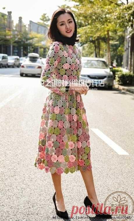 Красивое платье из цветочных мотивов пряжей секционного окрашивания, подборка... Красивое платье из цветочных мотивов пряжей секционного окрашивания, подборка схем.